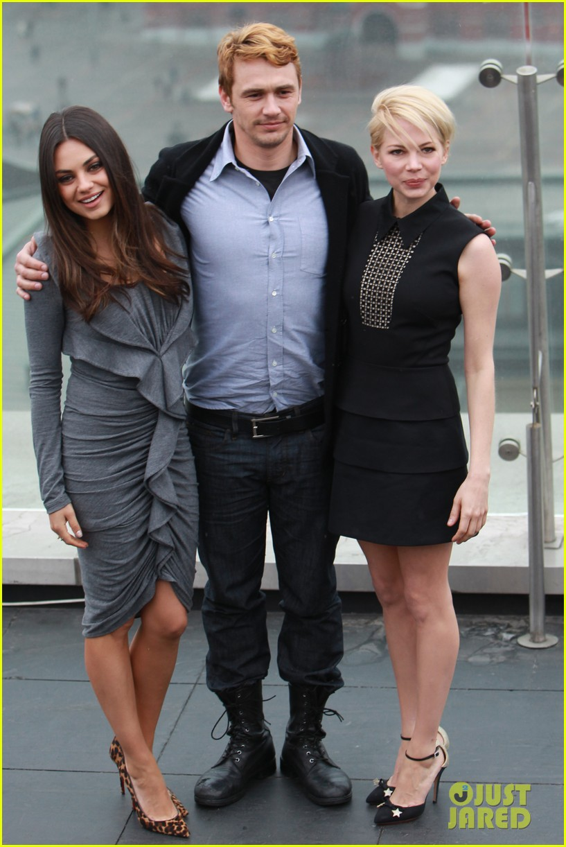 michelle williams mila kunis oz great powerful moscow photo call 032821721