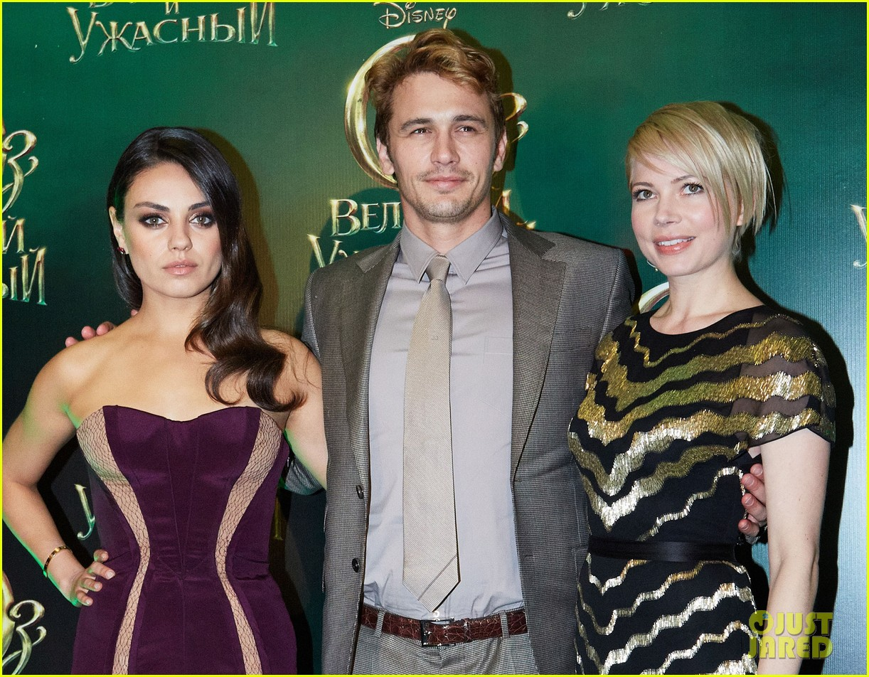 michelle williams mila kunis oz great powerful moscow premiere 122822326