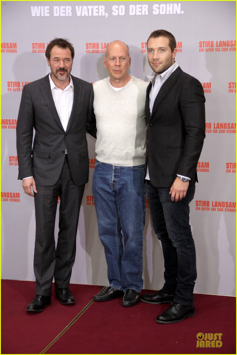 bruce willis jai courtney die hard photo call in germany 082805378