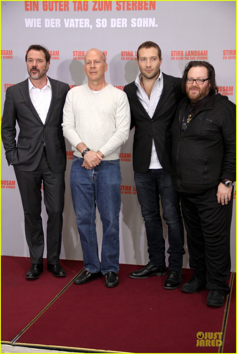 bruce willis jai courtney die hard photo call in germany 10