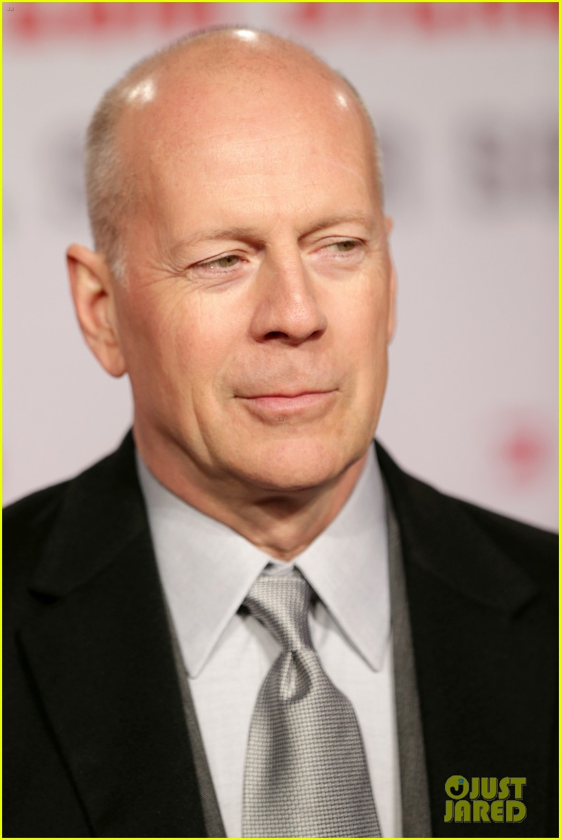 bruce willis emma heming die hard red carpet kiss 112804607
