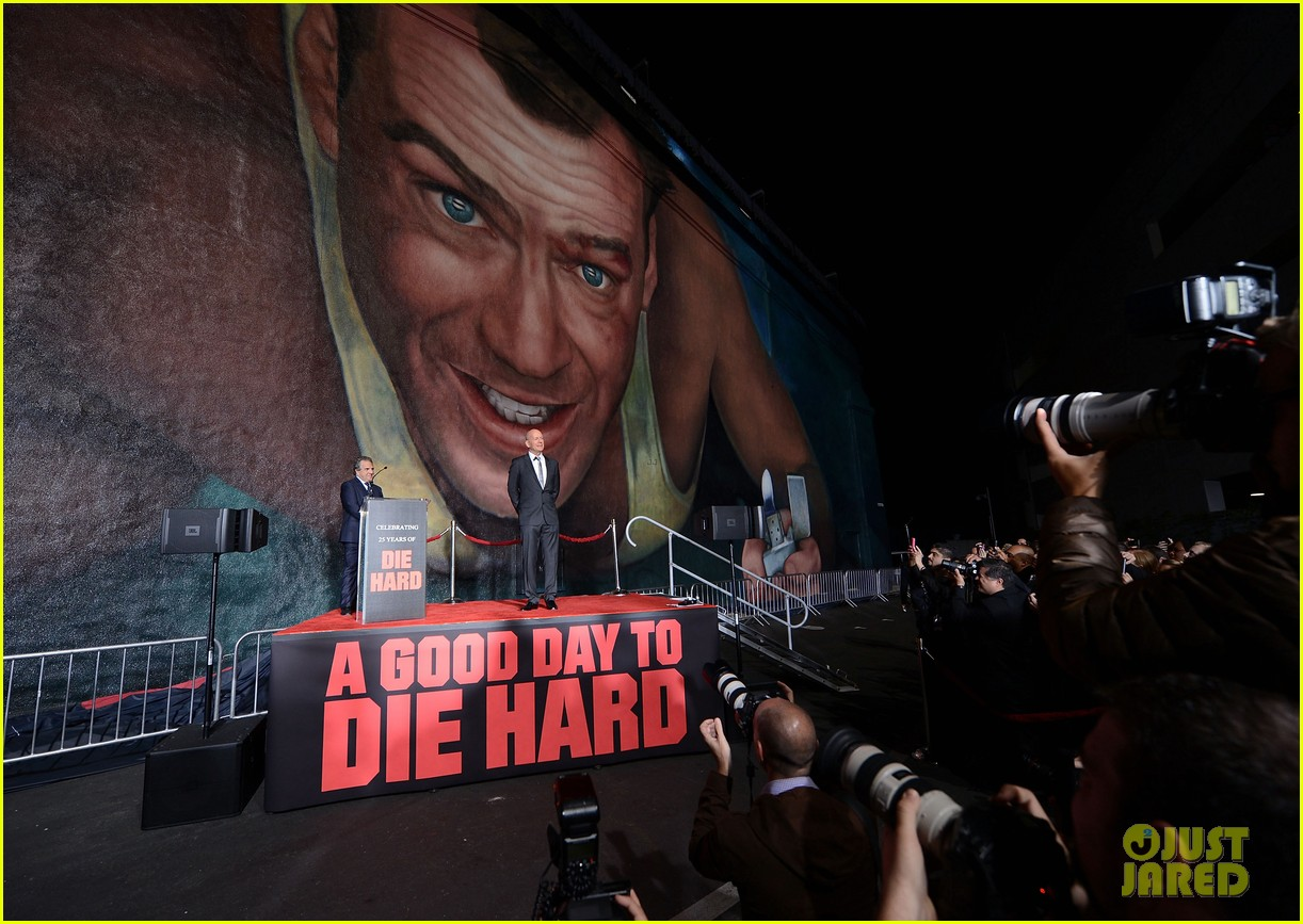 bruce willis die hard mural unveiling with jai courtney 05