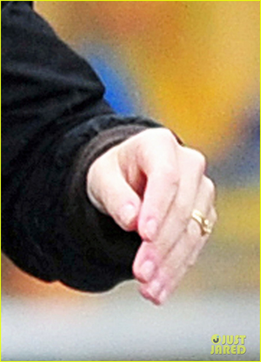 newlywed kate winslet wedding ring spotting 022804570