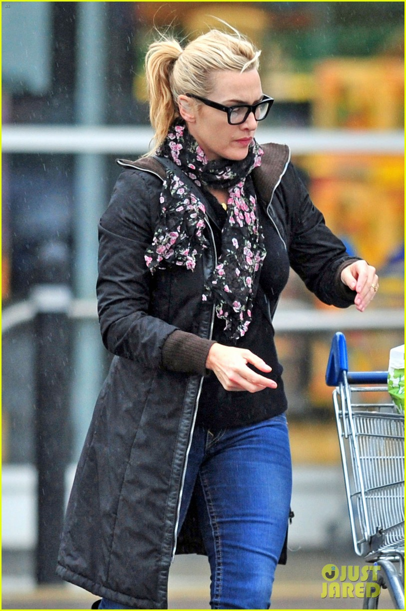 newlywed kate winslet wedding ring spotting 052804573
