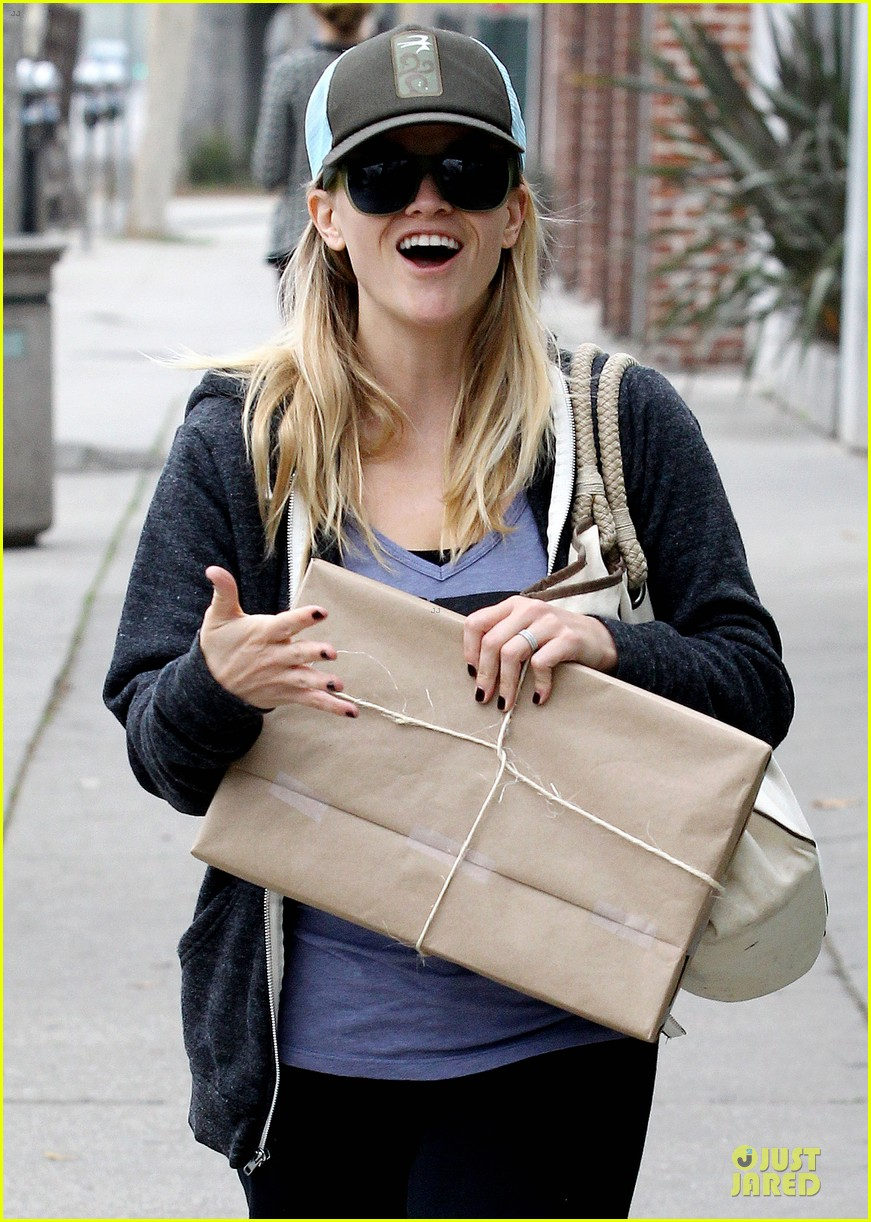 reese witherspoon soul cycle supporter 022805411