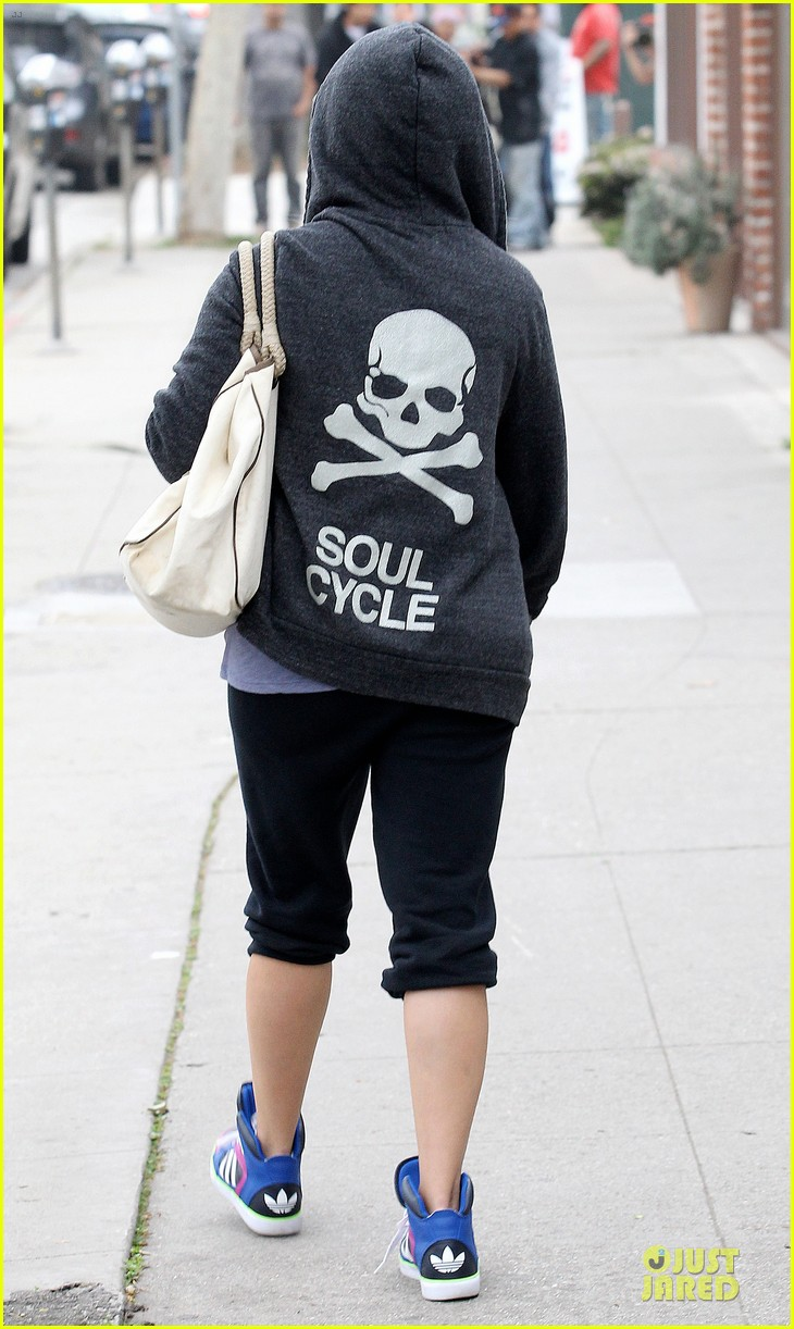 reese witherspoon soul cycle supporter 04