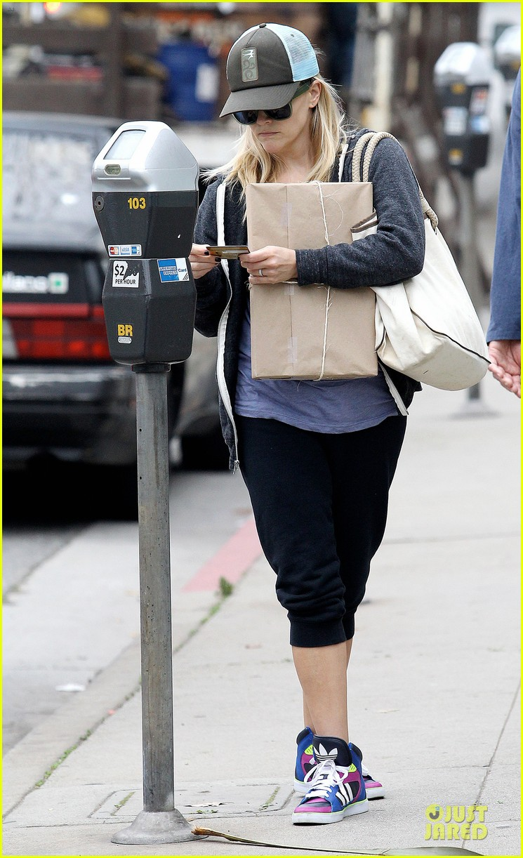 reese witherspoon soul cycle supporter 072805416