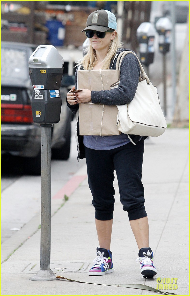 reese witherspoon soul cycle supporter 082805417
