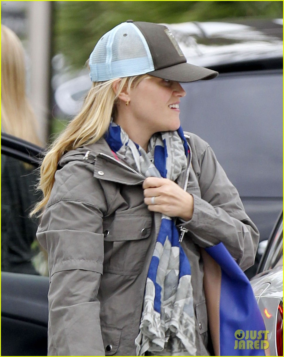 reese witherspoon shopping with ava 04