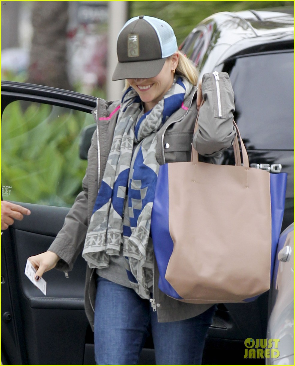 reese witherspoon shopping with ava 062803851