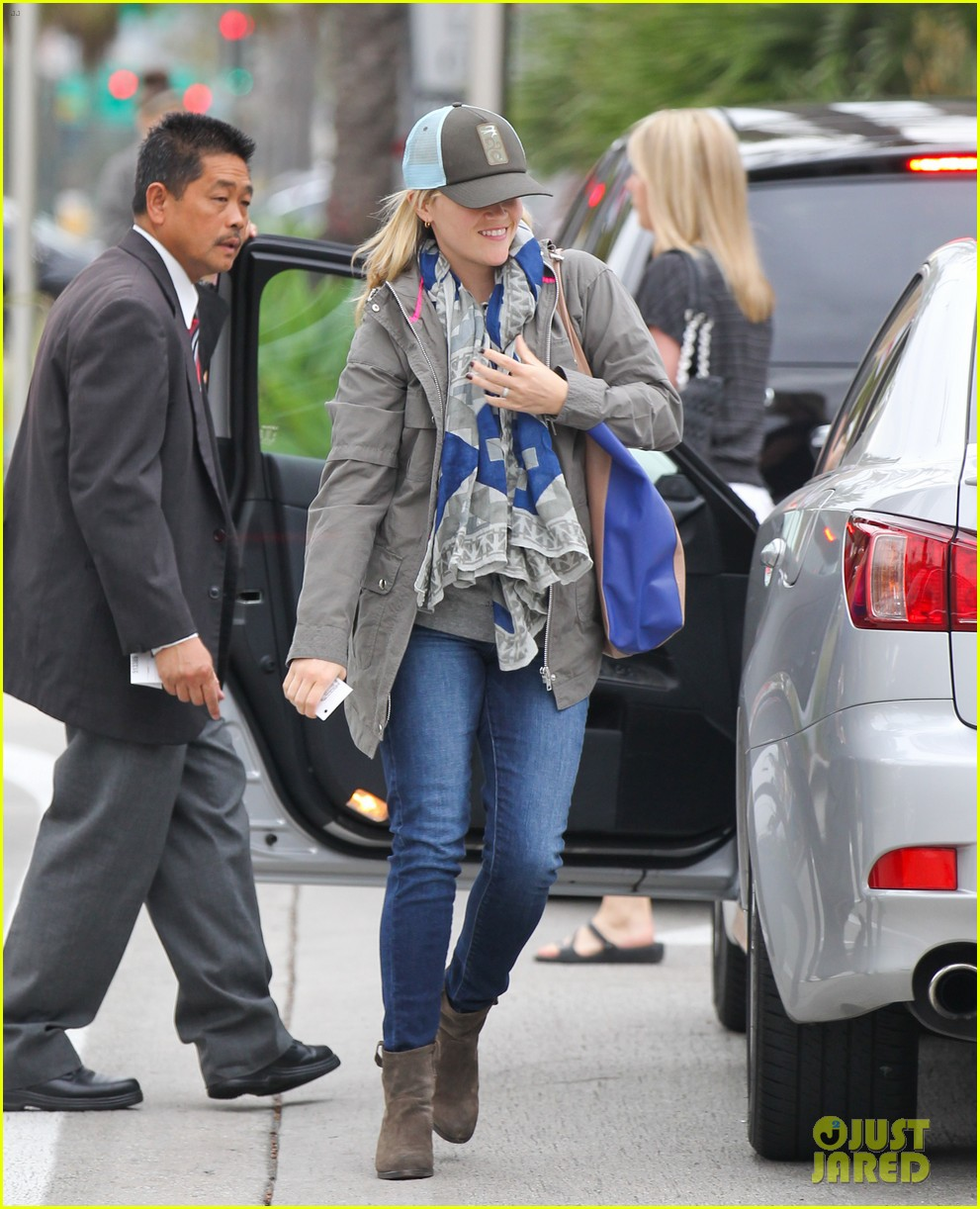 reese witherspoon shopping with ava 072803852
