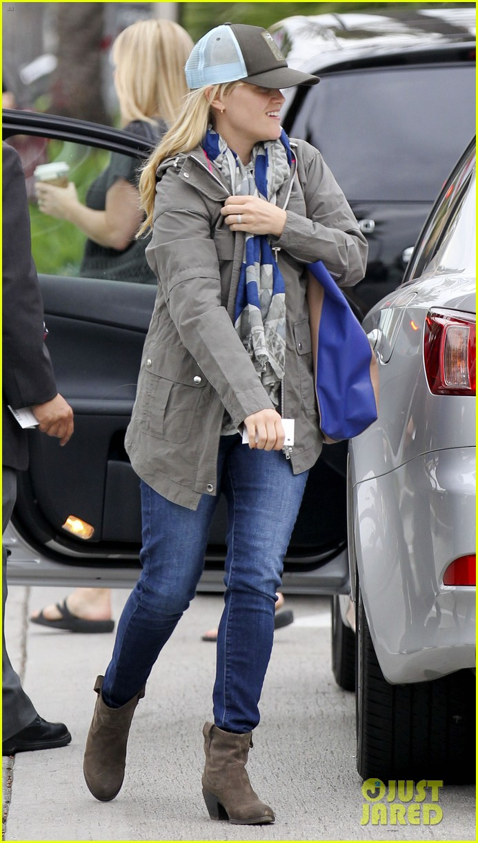 reese witherspoon shopping with ava 08