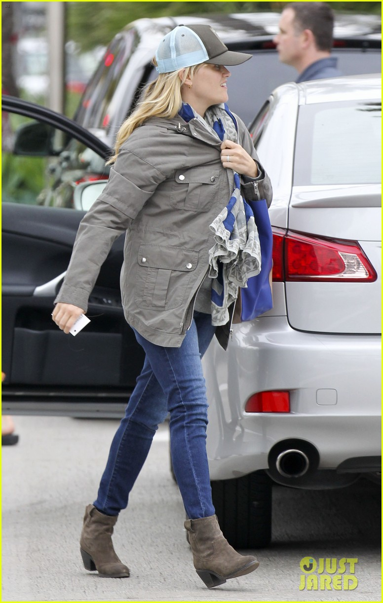 reese witherspoon shopping with ava 092803854