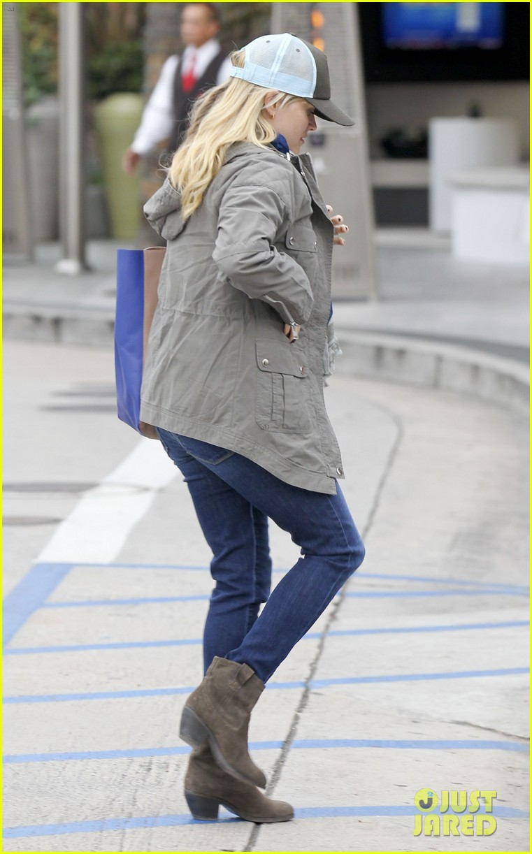 reese witherspoon shopping with ava 10