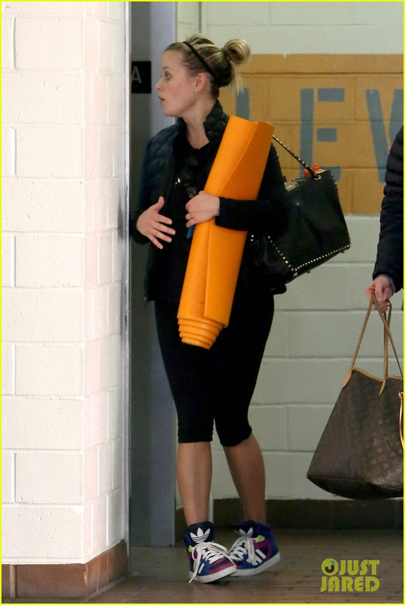 reese witherspoon shopping with ava 222803867