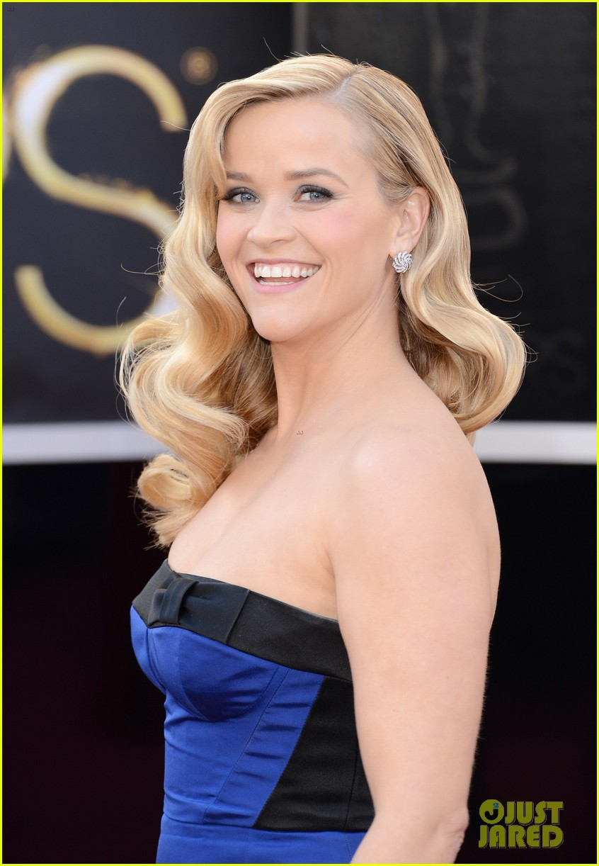 reese witherspoon oscars 2013 red carpet 022818987