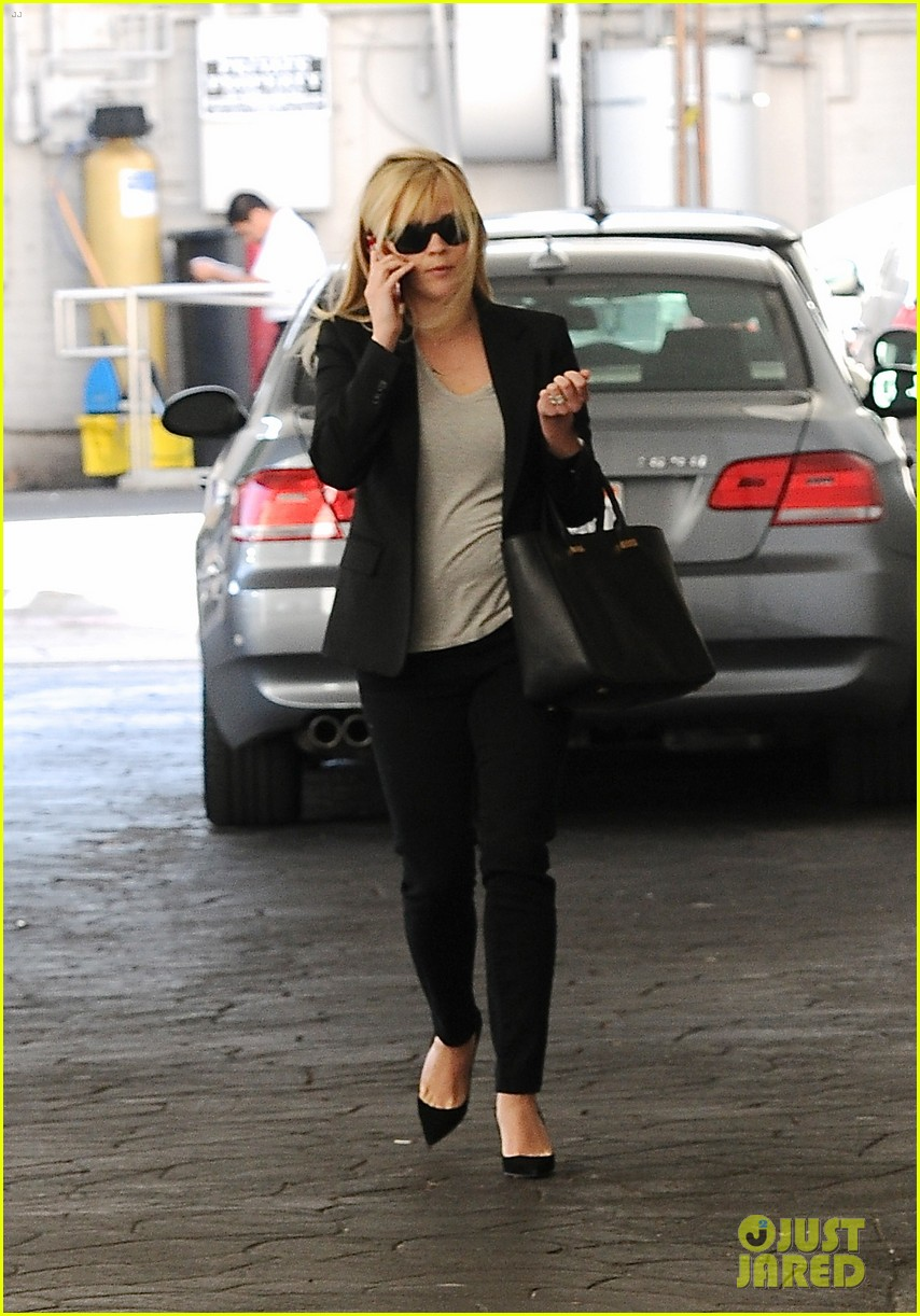 reese witherspoon hits salon ryan phillippe hangs with deacon 012810216