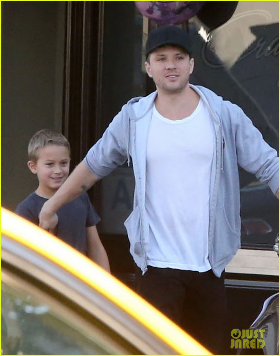 reese witherspoon hits salon ryan phillippe hangs with deacon 112810226
