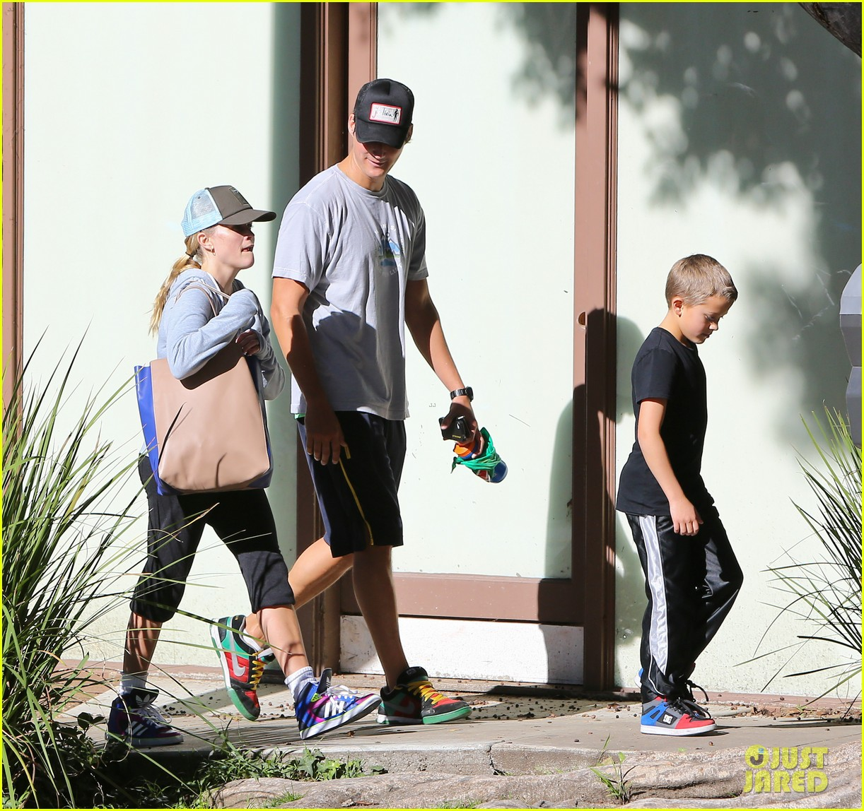 reese witherspoon weekend workout with deacon 042804567