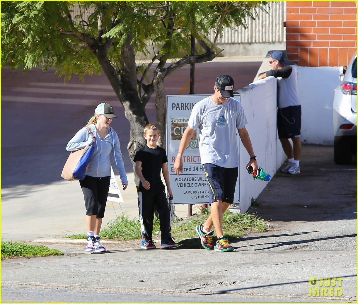 reese witherspoon weekend workout with deacon 052804568