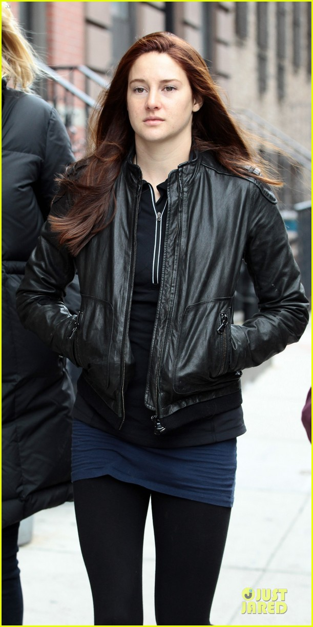 shailene woodley red hair on amazing spider man 2 set 022820864