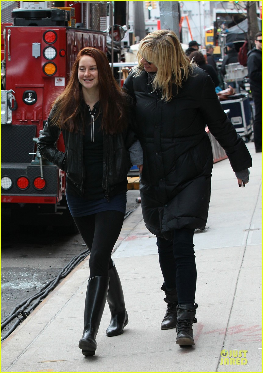 shailene woodley red hair on amazing spider man 2 set 032820865