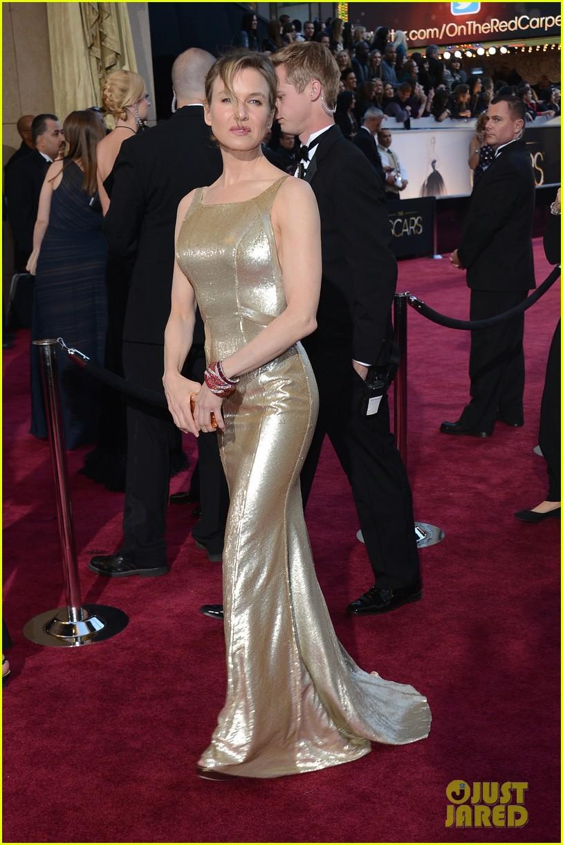 renee zellweger queen latifah oscars 2013 red carpet 112819729