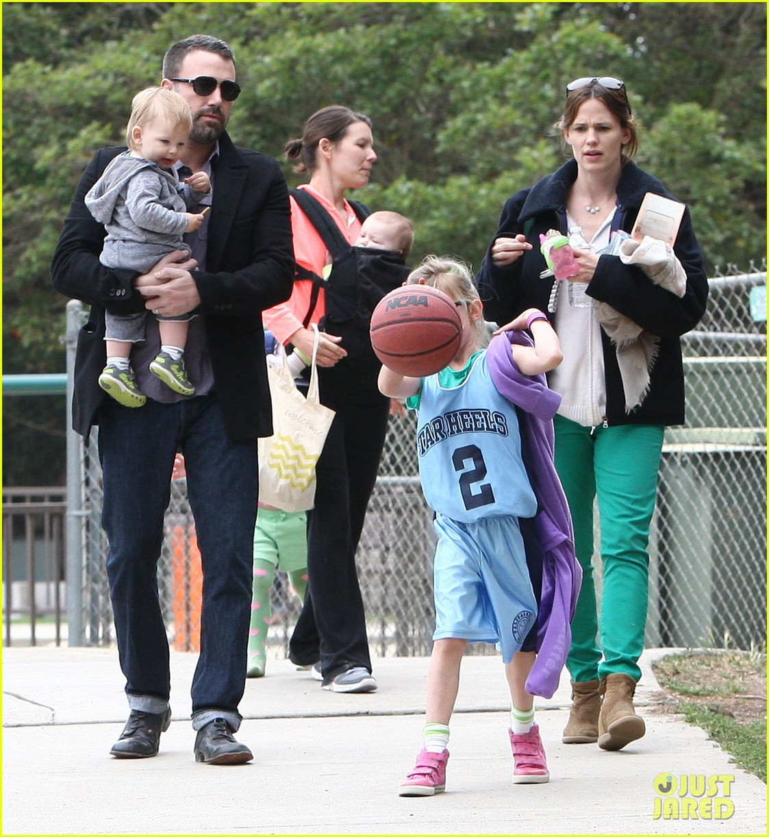 ben affleck jennifer garner family park day 05