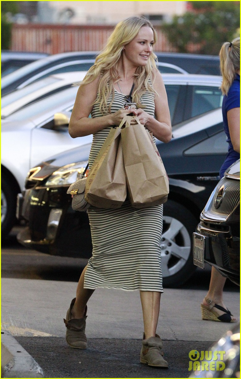 malin akerman flaunts growing baby bump at lunch 112823424