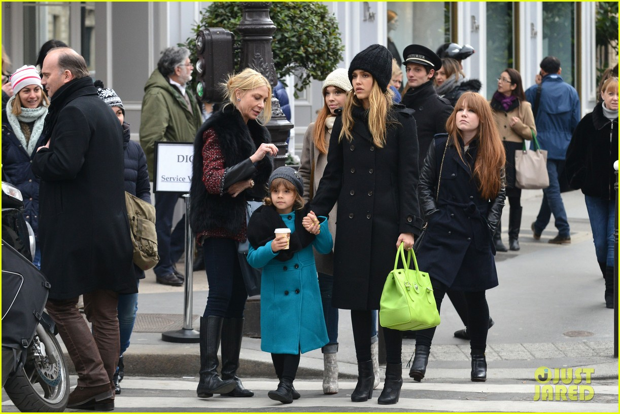jessica alba kenzo paris fashion show 152824273
