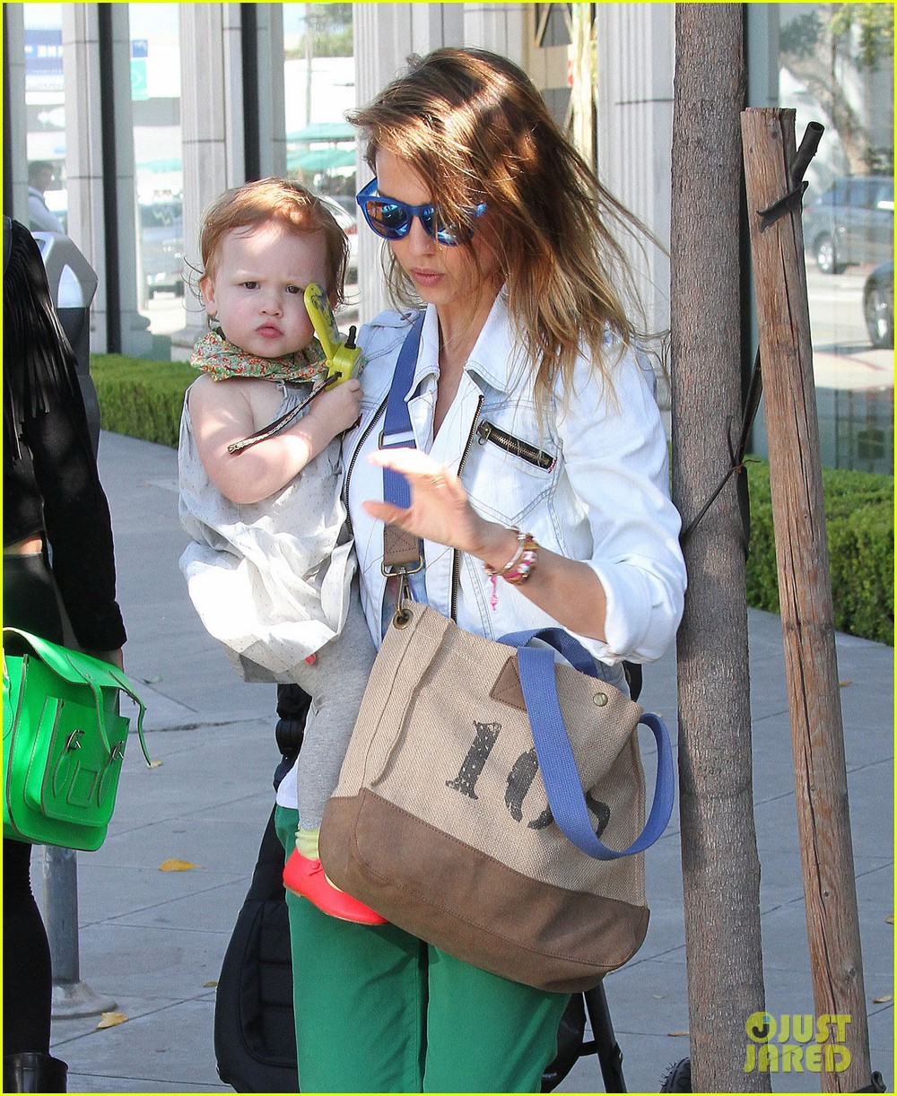 jessica alba le pain quotidien lunch with the kids 022840934