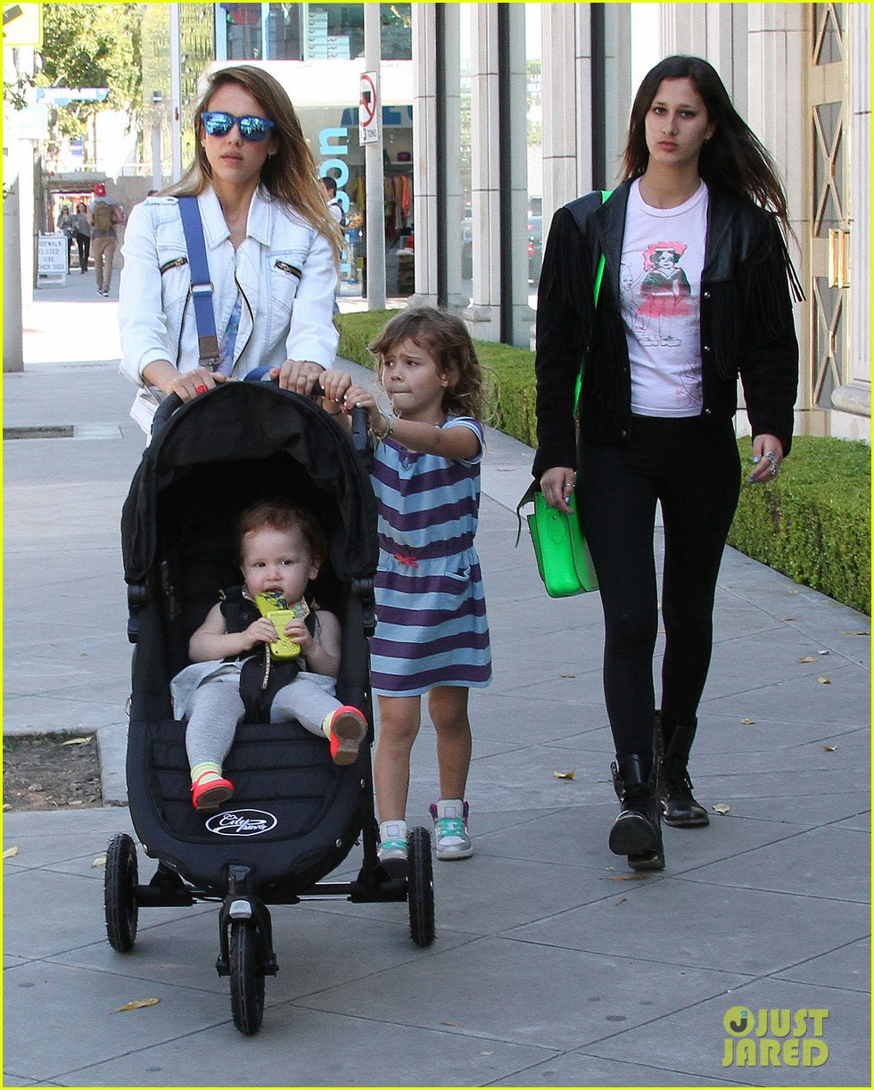 jessica alba le pain quotidien lunch with the kids 052840937