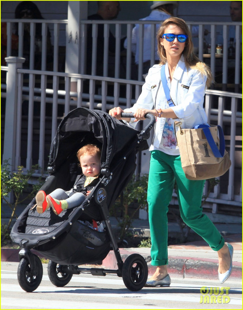 jessica alba le pain quotidien lunch with the kids 062840938