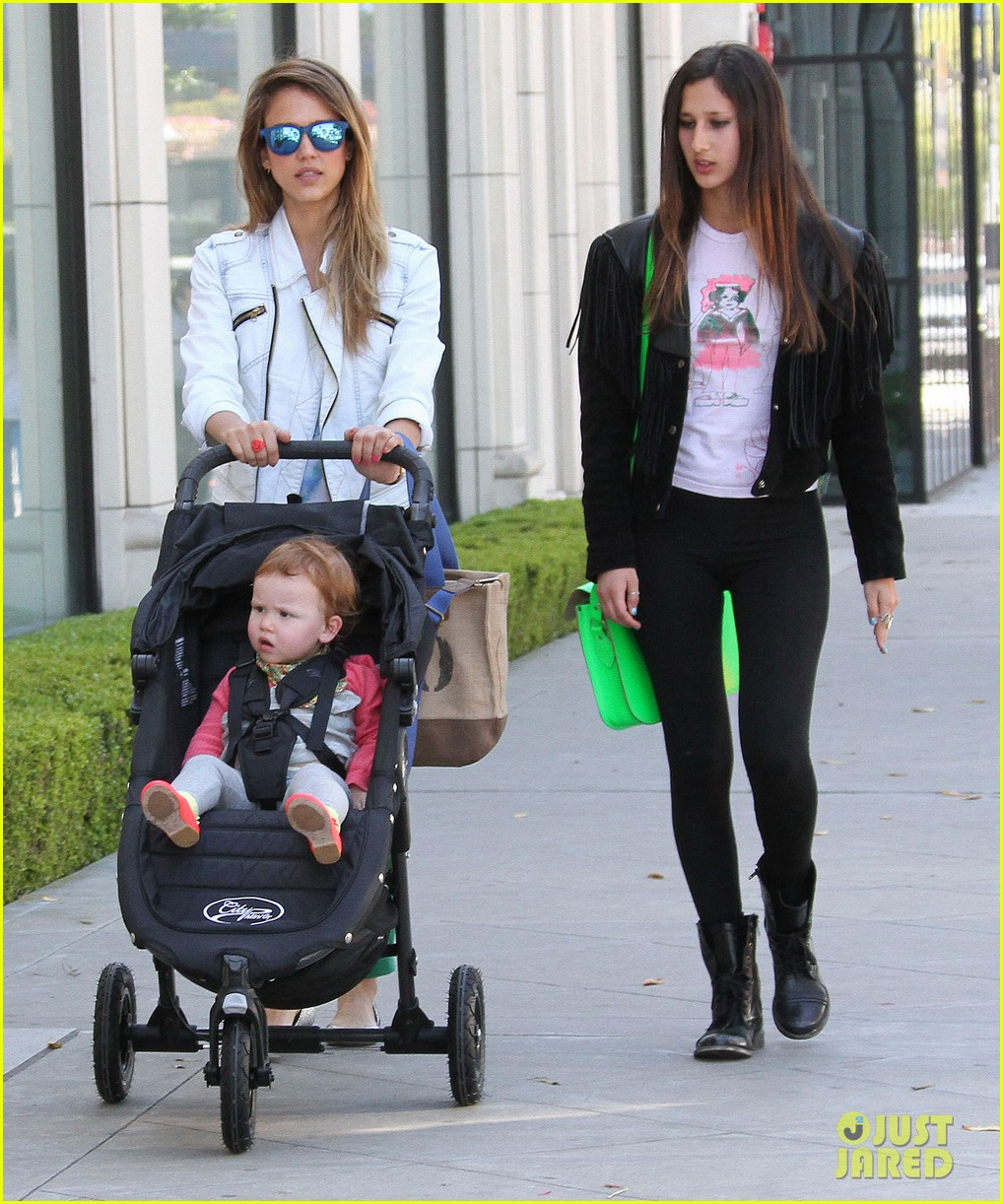 jessica alba le pain quotidien lunch with the kids 13
