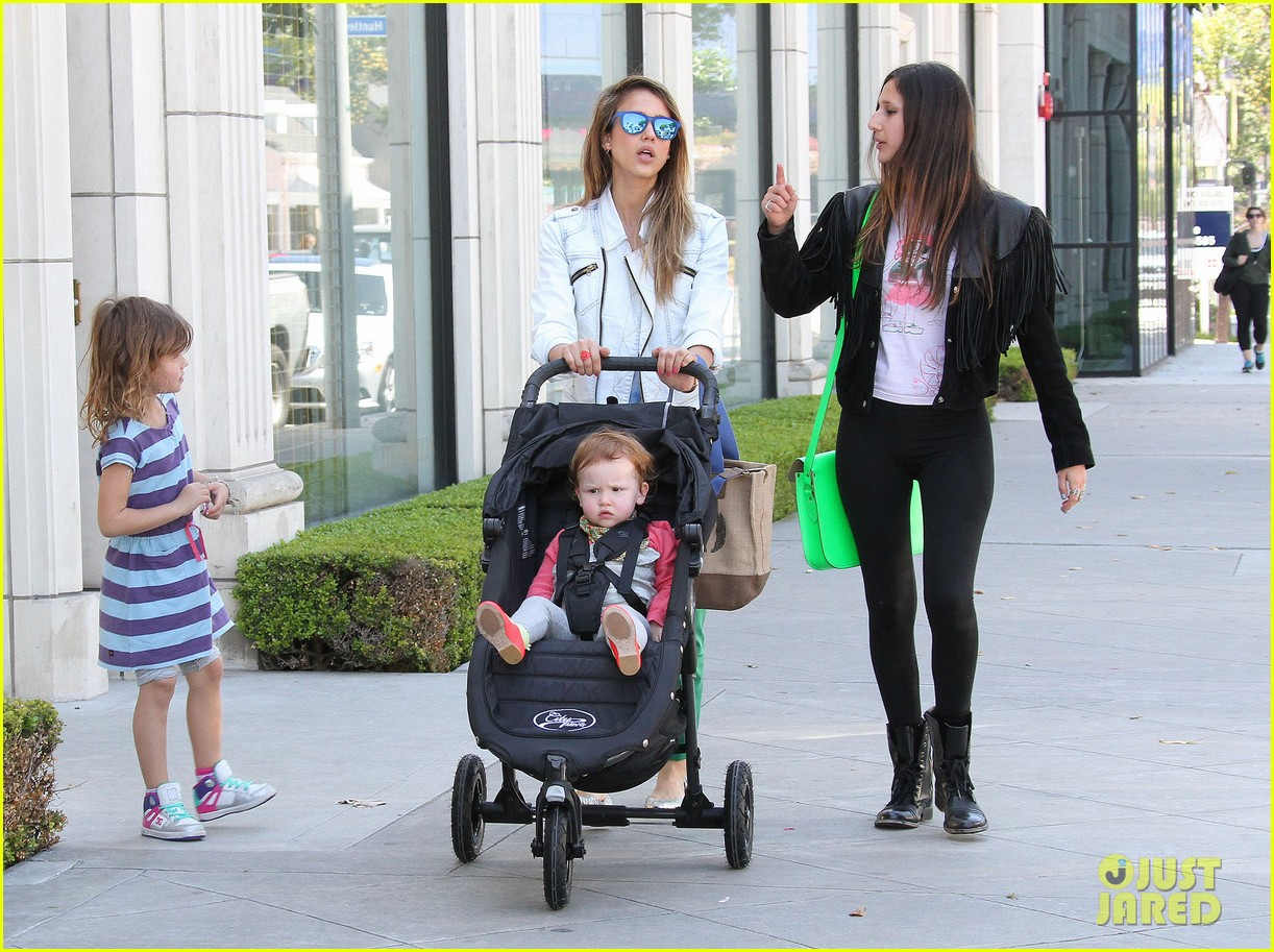 jessica alba le pain quotidien lunch with the kids 152840947