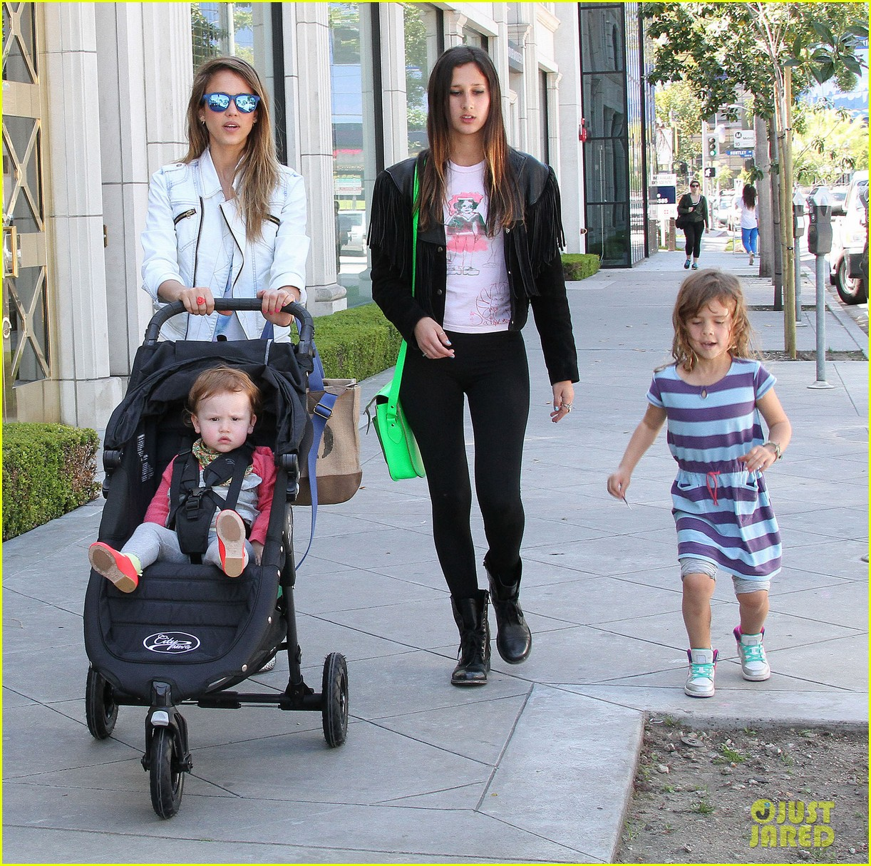 jessica alba le pain quotidien lunch with the kids 202840952