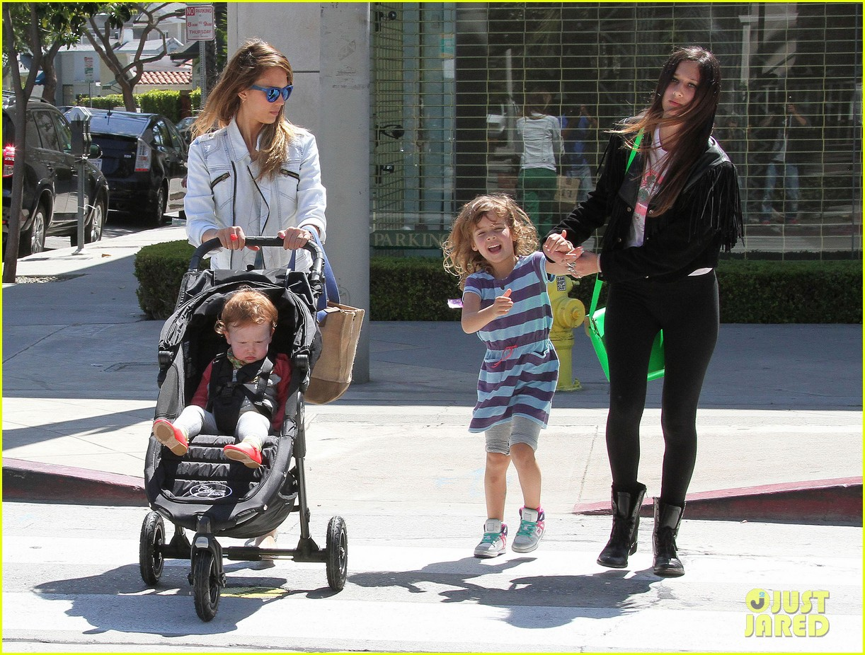 jessica alba le pain quotidien lunch with the kids 222840954