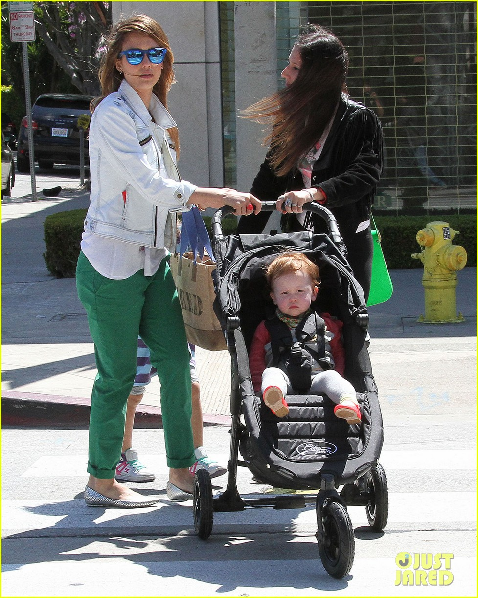 jessica alba le pain quotidien lunch with the kids 232840955