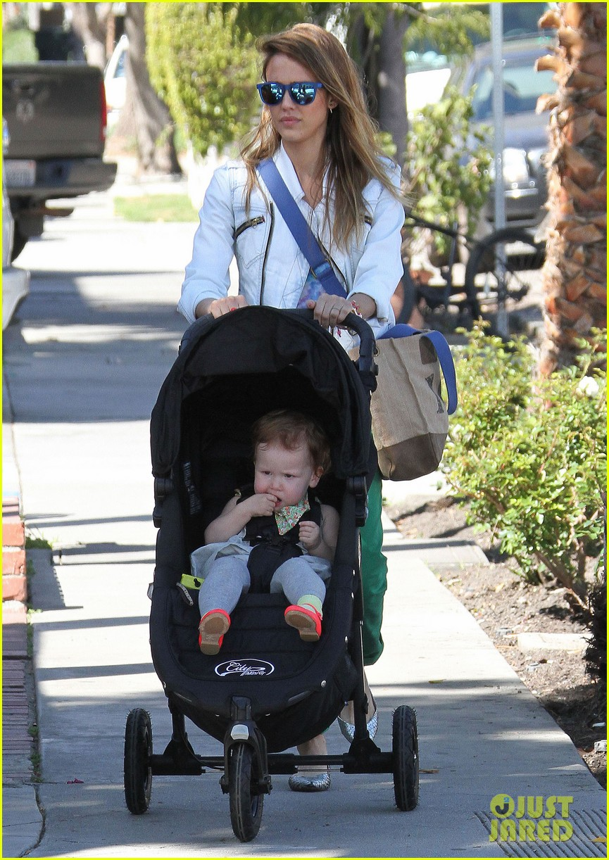 jessica alba le pain quotidien lunch with the kids 252840957