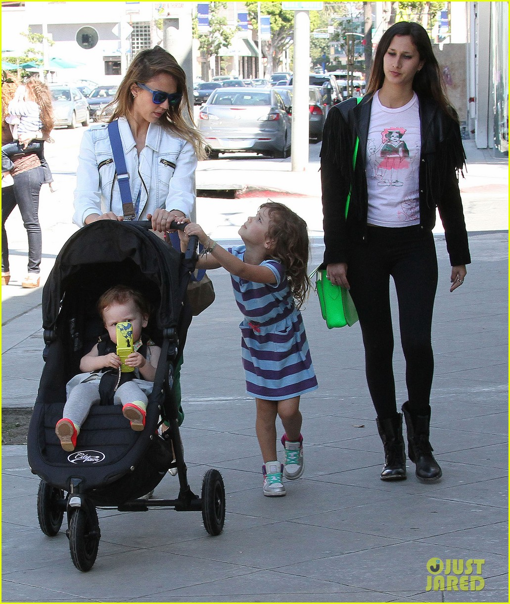 jessica alba le pain quotidien lunch with the kids 282840960