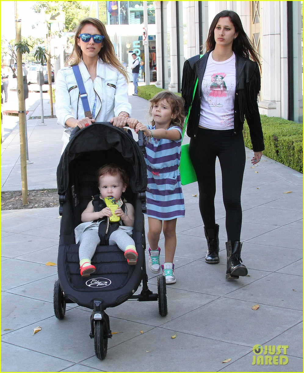 jessica alba le pain quotidien lunch with the kids 292840961