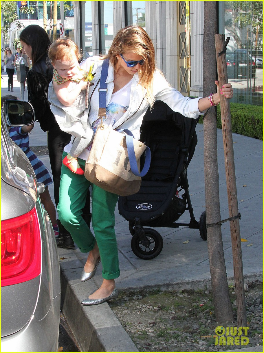 jessica alba le pain quotidien lunch with the kids 302840962