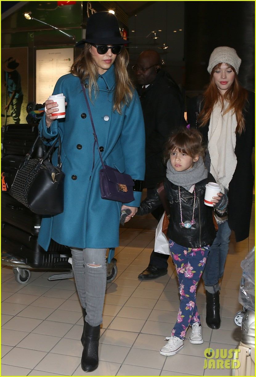 jessica alba paris arrival with honor 062823103