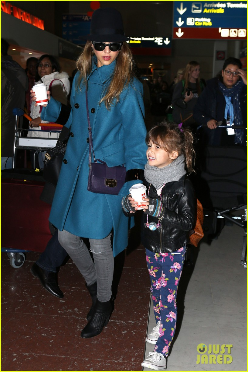 jessica alba paris arrival with honor 102823107
