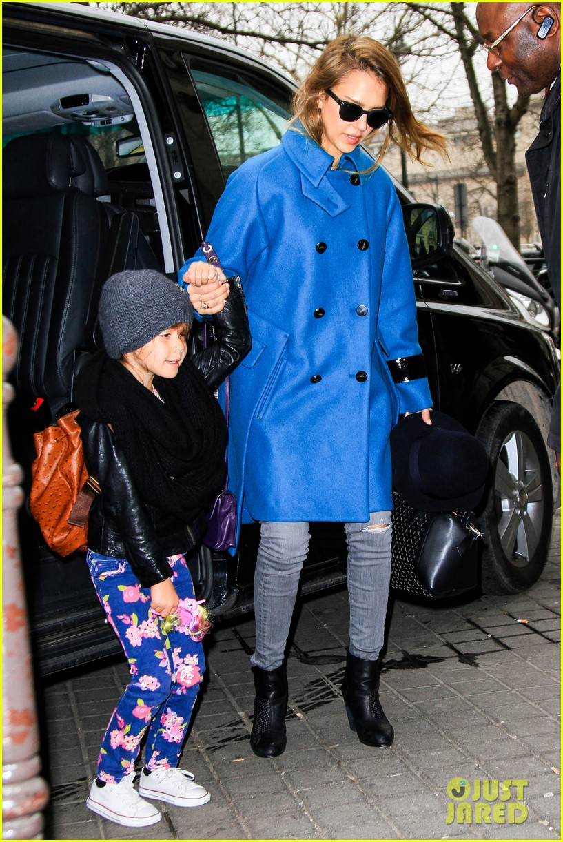 jessica alba paris arrival with honor 222823119