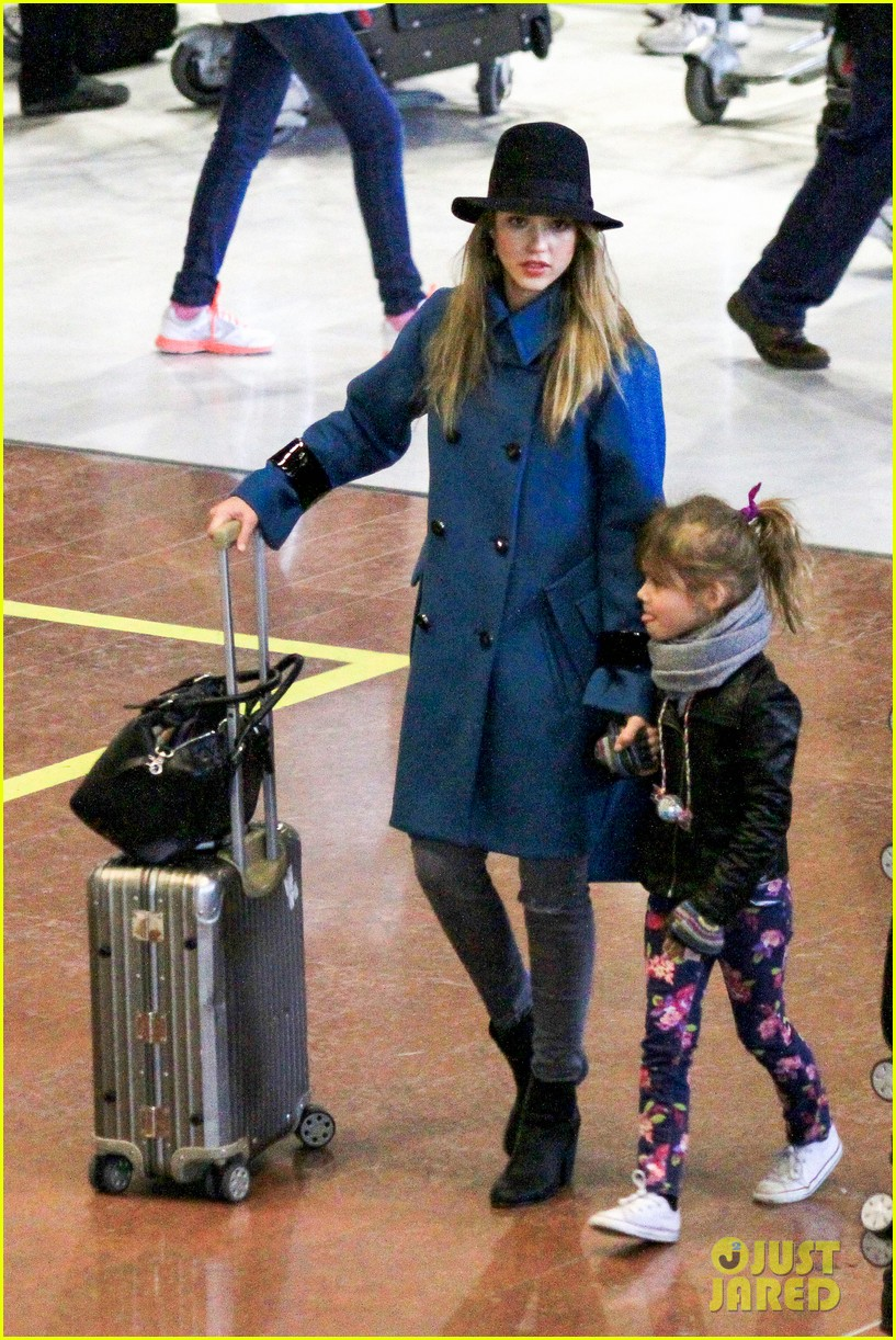 jessica alba paris arrival with honor 252823122