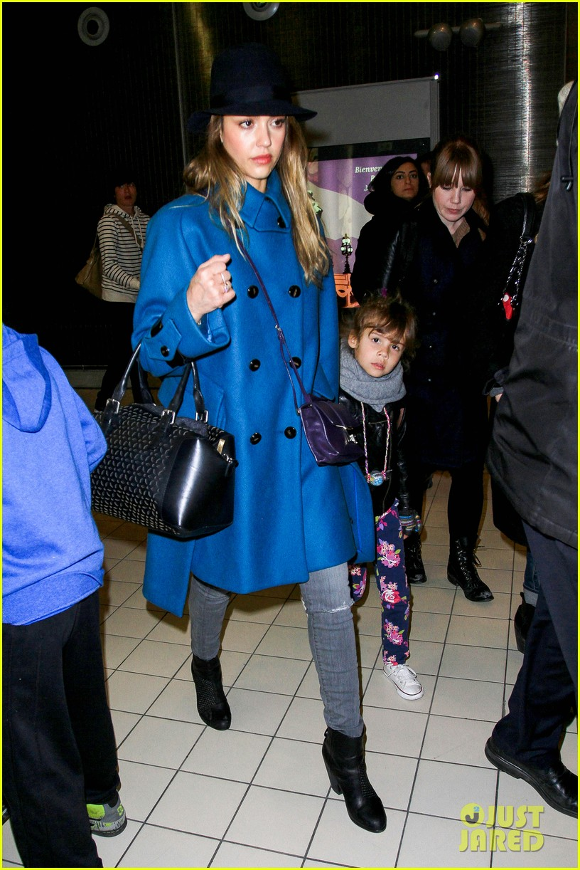 jessica alba paris arrival with honor 26