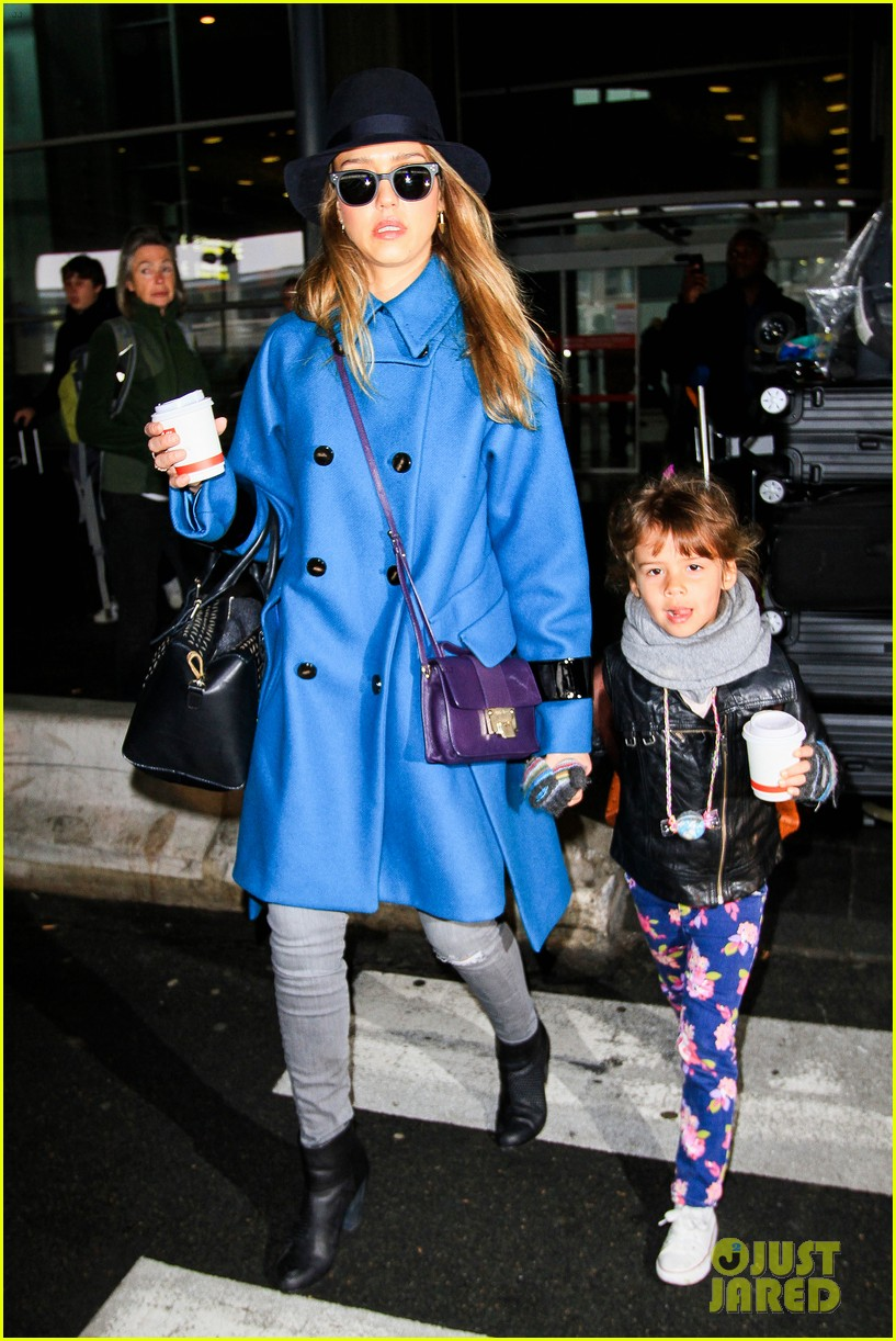 jessica alba paris arrival with honor 302823127