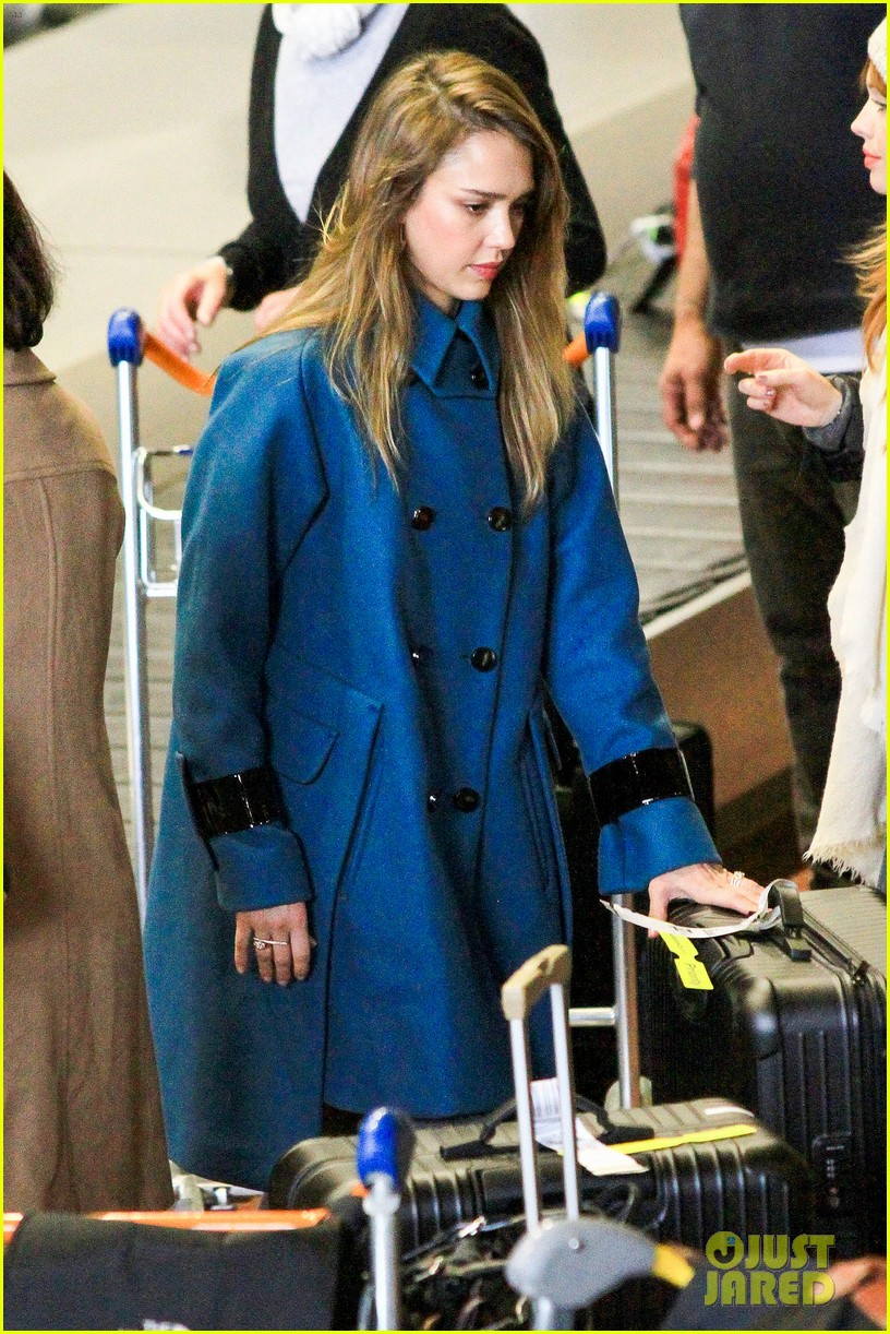 jessica alba paris arrival with honor 35