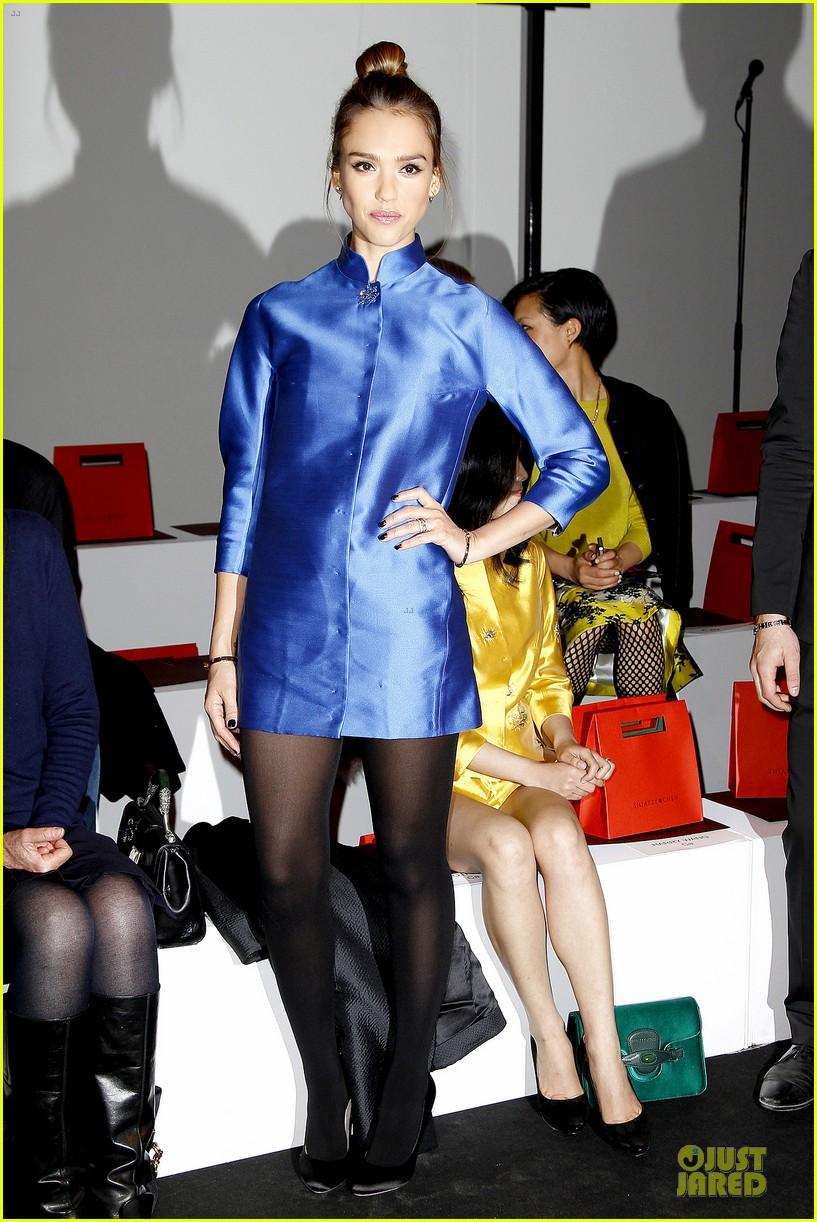 jessica alba shiatzy chen fashion show 032825632